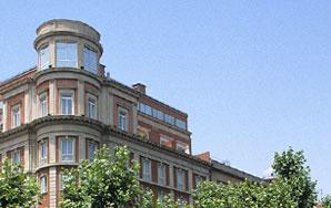 VENDA I LLOGUER D'IMMOBLES; Àmplia cartera d'immobles en venda i lloguer; Acompanyem en tot el procés de la compra o l'arrendament; VENS O LLOGUES IMMOBLE? Ampli coneixement del mercat immobiliari a Barcelona; Publicitat en la Borsa de Lloguers del Col·legi d'Administradors de Finques de Barcelona i en els principals portals immobiliaris; Assessorem en aspectes jurídics, fiscals i econòmics; Anàlisi de solvència dels arrendataris